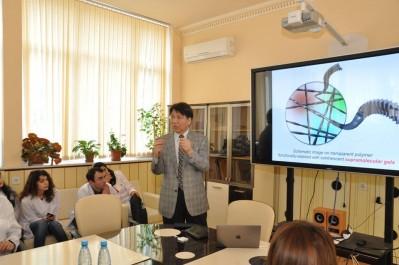 Yaponiyalı professor BDU-nun Nano Araşdırmalar mərkəzində mühazirə oxuyub